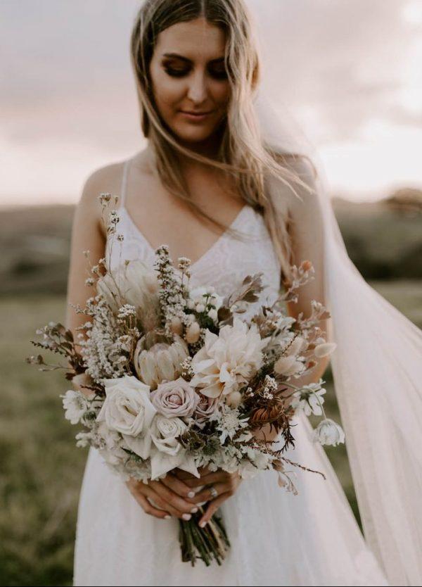 Bride with flowers / Elope / Micro Wedding / Byron Bay hinterland