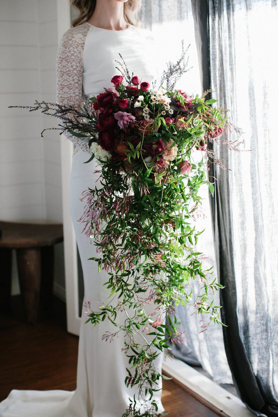 Bride with flowers / Elope / Micro Wedding / Byron