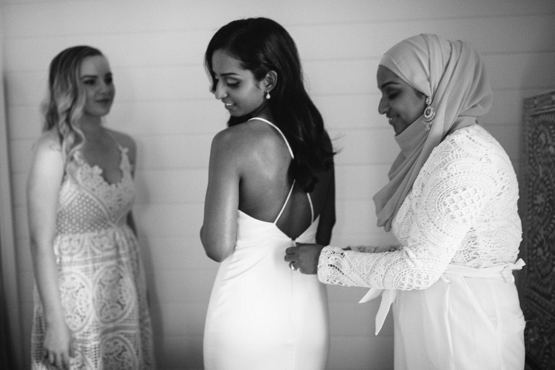 Bride getting ready / Micro Wedding / Elope