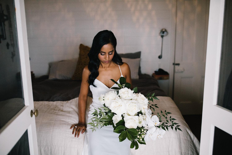 Bride with flowers / Micro Wedding / Elope
