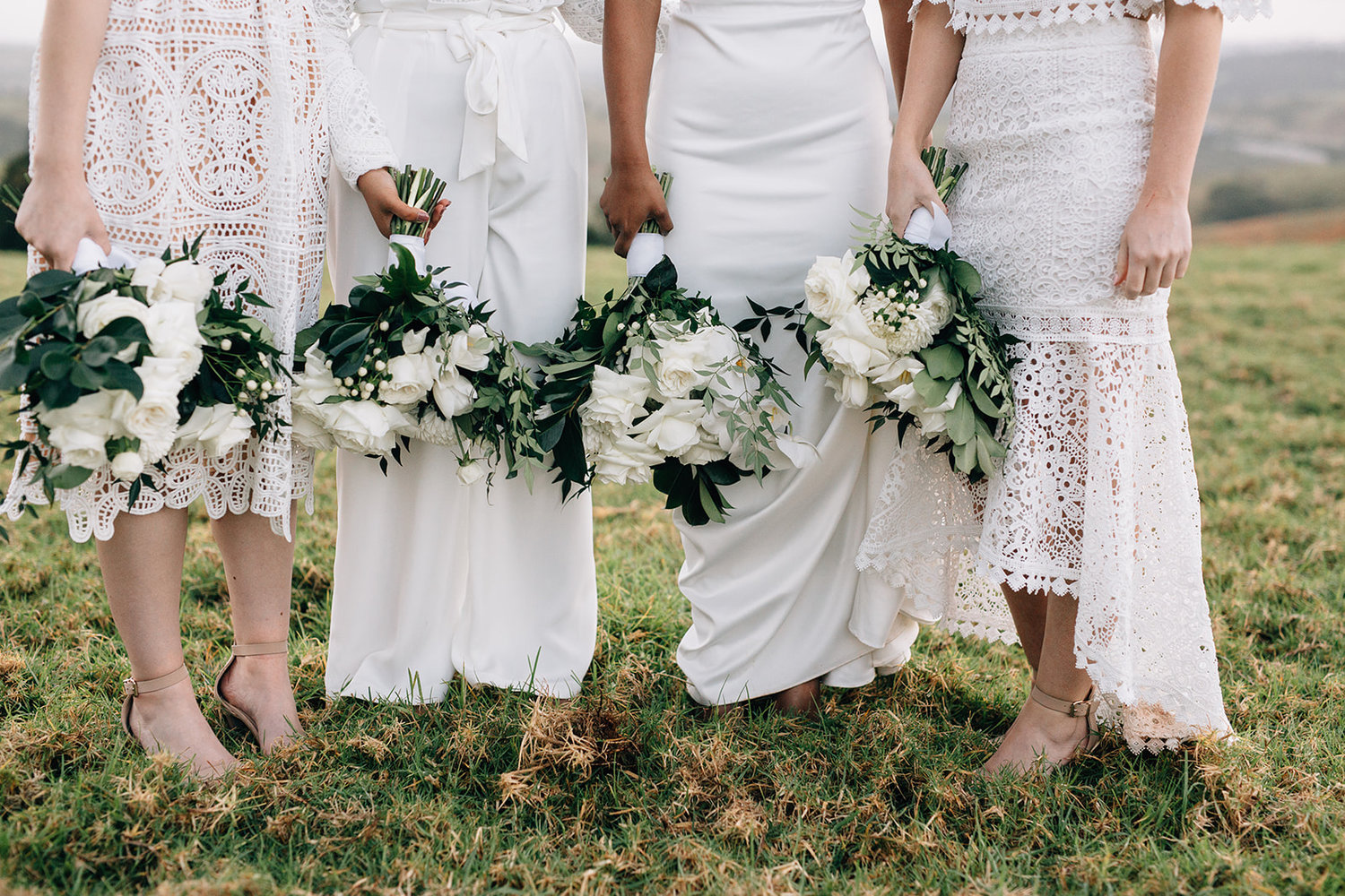 Bridle party with flowers / Micro Wedding / Elope