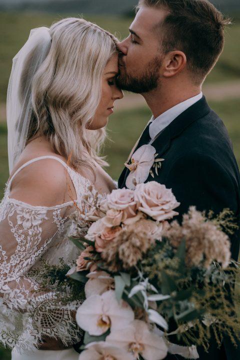 Bride and groom / Wedding / Elope