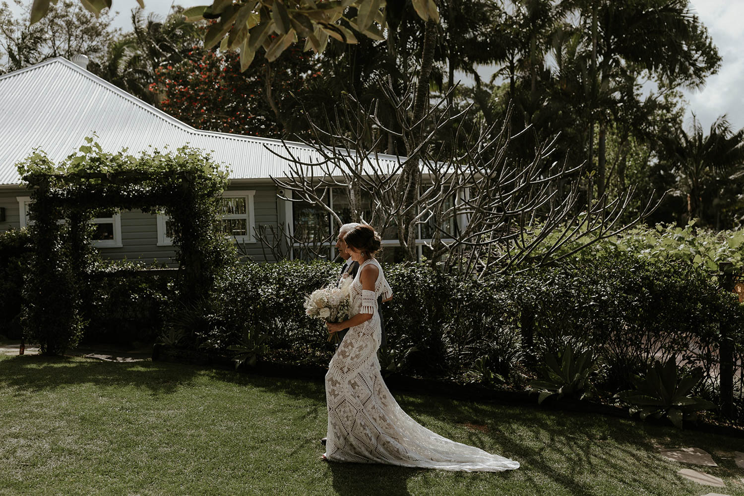 Bride walking with father / Wedding photography Fig Tree