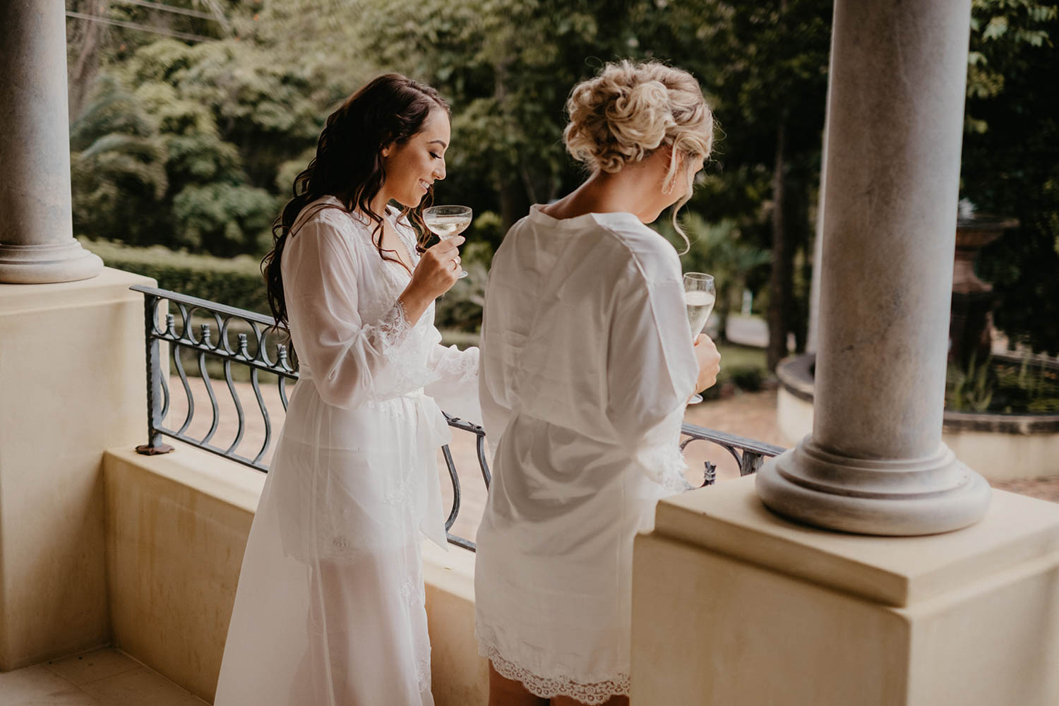 Bride and bridesmaid / wedding photography / Victorias Ewingsdale - Byron Bay
