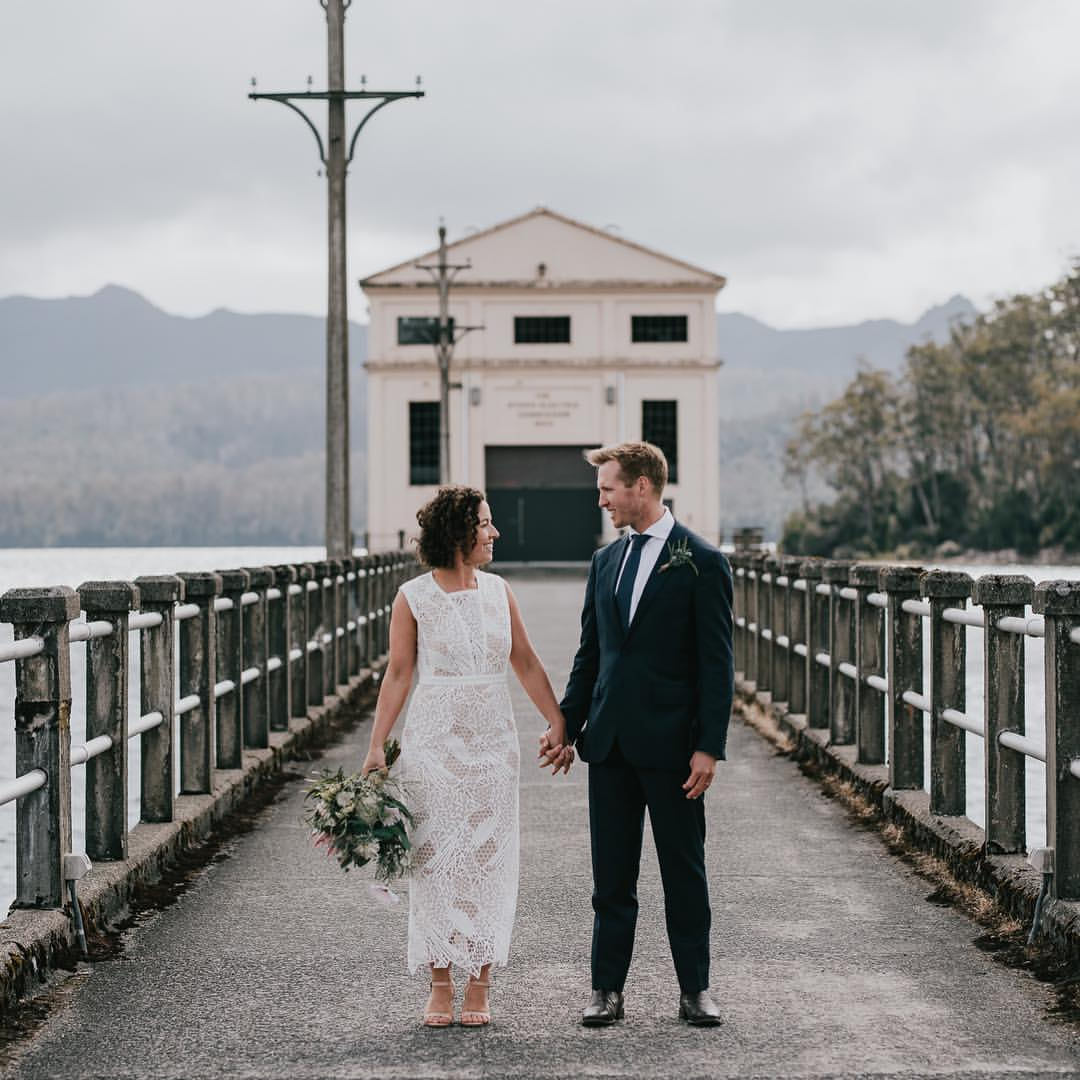 Bride and groom / Pumphouse Point Tasmania