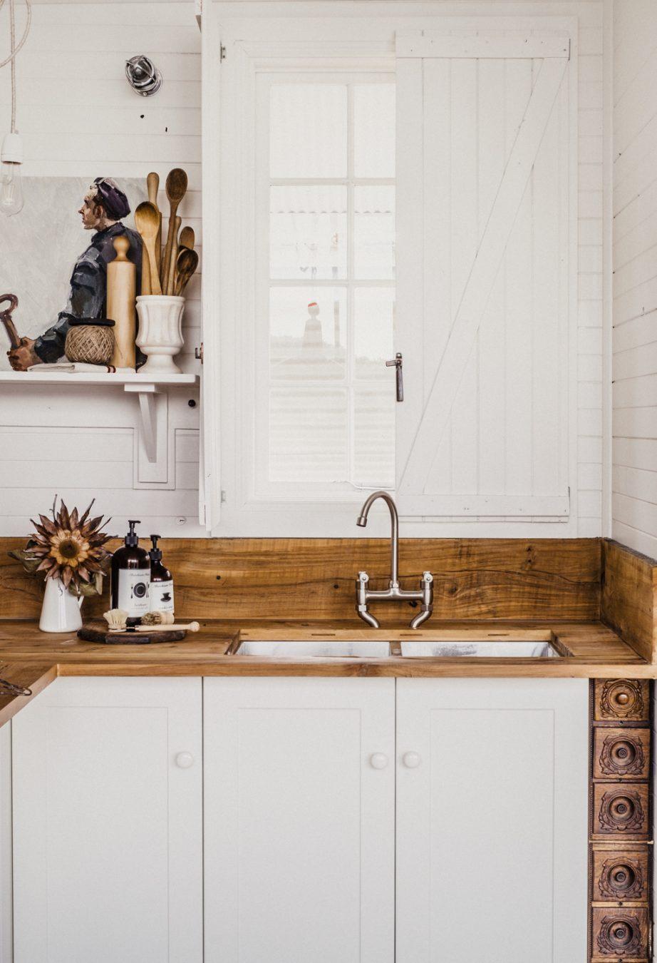 Rustic kitchen in Captains Rest - Tasmania